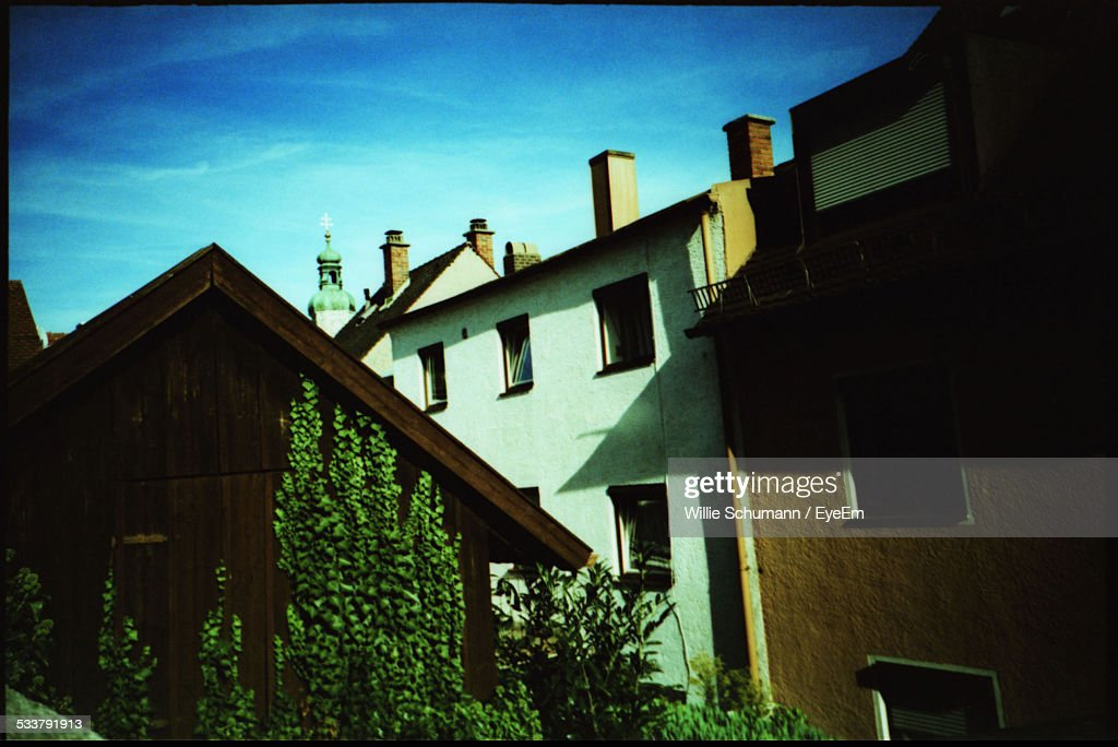 View Of Residential Buildings And Front Yard : Foto stock