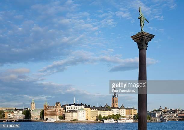 view of riddarholmen from kungsholmen, stockholm, sweden - iglesia de riddarholmen fotografías e imágenes de stock