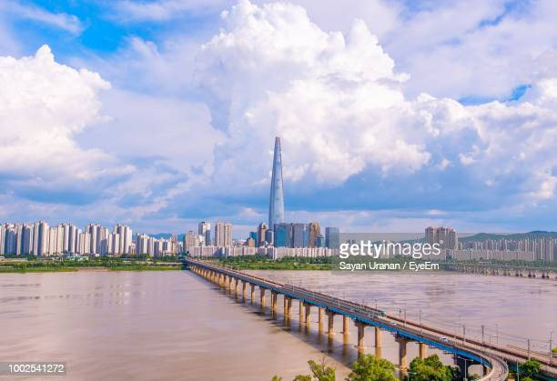 view of river and buildings against cloudy sky - ソウル ストックフォトと画像