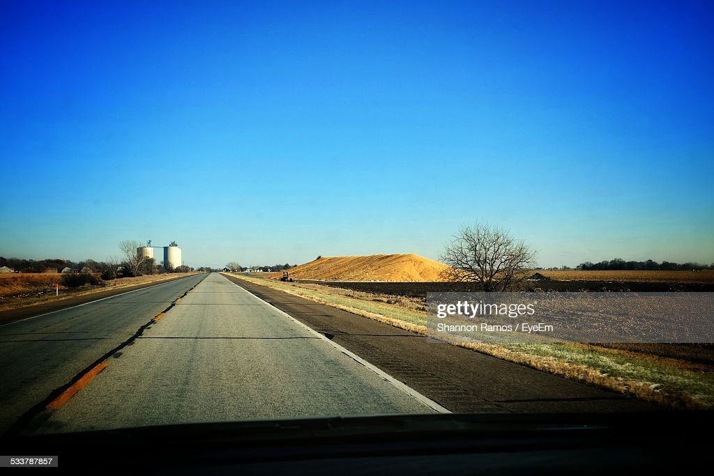 View Of Road Through Car Windshield : Foto stock