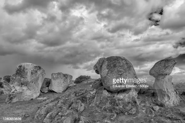 view of rock formation against cloudy sky,extremadura,spain - blanco y negro stock-fotos und bilder