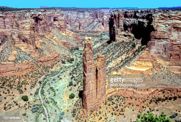 view of rock formations - canyon de chelly national monument stock pictures, royalty-free photos & images