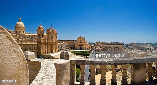 view of san nicolò cathedral - sicilia fotografías e imágenes de stock