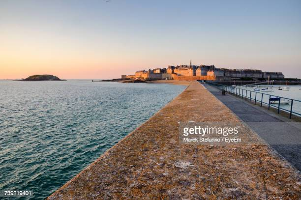 view of sea at sunset - marek stefunko stock photos and pictures