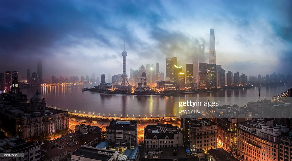 view of Shanghai bund and Huangpu river in early morning : Foto stock