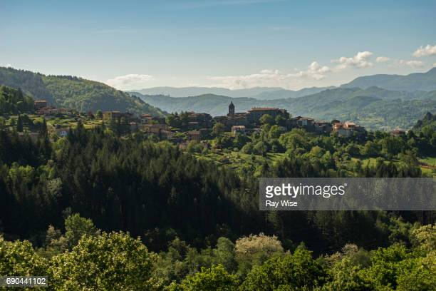 A view of Sillicagnana in Tuscany with a classic rolling hill landscape.