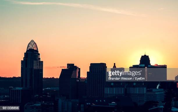 view of skyscrapers at sunset - cincinnati stock pictures, royalty-free photos & images