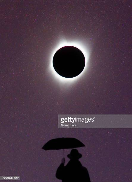 view of solar eclipse in totality. - pink moon stock pictures, royalty-free photos & images