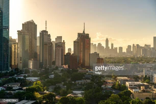 いくつかのマンションやホテルと、フィリピンのマカティ市の高級住宅の眺め - グレーターマニラエリア ストックフォトと画像