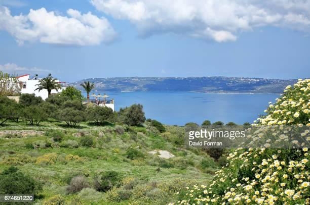view of souda bay and akrotiri penisula in western crete. - peninsula de grecia fotografías e imágenes de stock