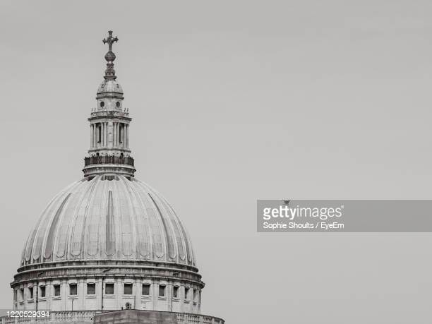 view of st paul's cathedral cupola building against clear sky - church stock pictures, royalty-free photos & images