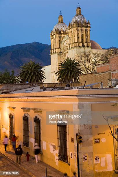 view of street and santo domingo de guzman church, oaxaca, oaxaca state, mexico - peter adams stock pictures, royalty-free photos & images