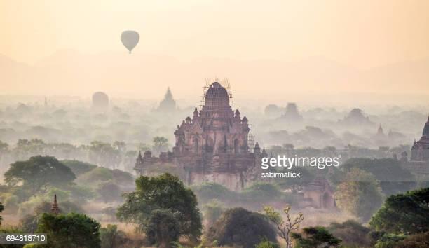 Vista de los templos de Bagan, Mandalay, Myanmar