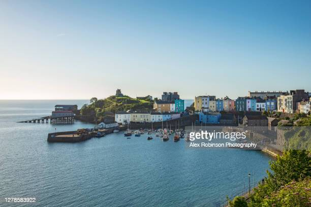 view of tenby town and carmarthen bay in pembrokeshire, wales - ファルマス ストックフォトと画像