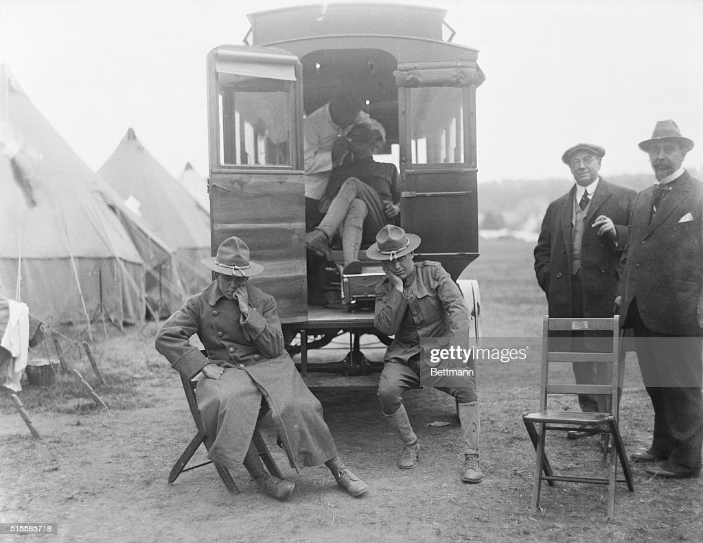 Soldiers Waiting at Dental Ambulance During World War I : News Photo