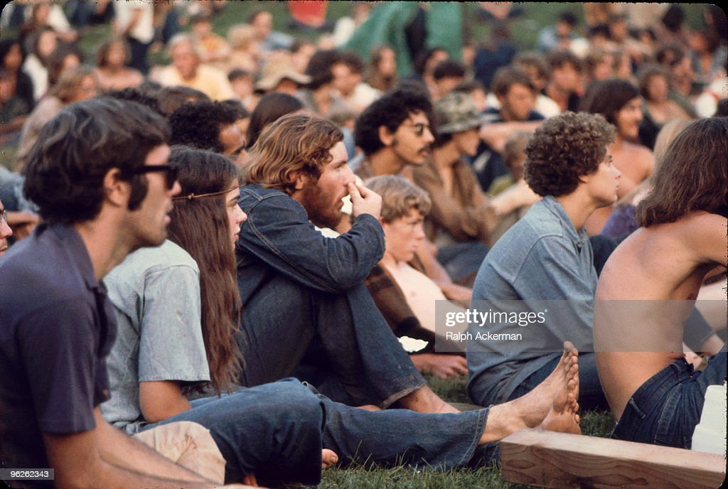 Audience At Woodstock : News Photo