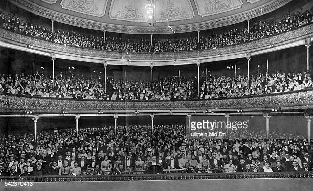 View of the audience in 'Her Majesty's Theatre' in Melbourne during a staging of the opera 'Martha'
