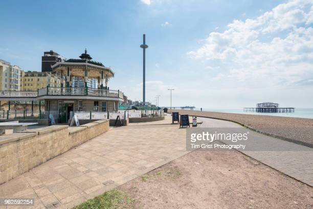 view of the bandstand on the promenade towards brighton palace pier and i360 tower. - uferviertel stock-fotos und bilder