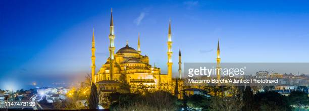 view of the blue mosque (sultan ahmet camii) - image stock-fotos und bilder
