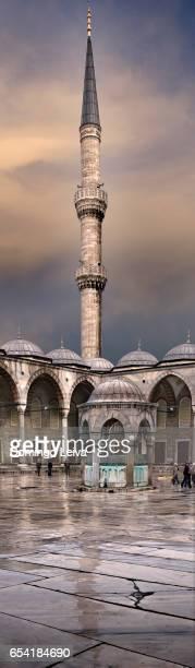 view of the blue mosque (sultan ahmet camii), unesco world heritage site, in sultanahmet at dusk, overlooking the bosphorus, istanbul, turkey, europe - patrimonio de la humanidad por la unesco stock pictures, royalty-free photos & images