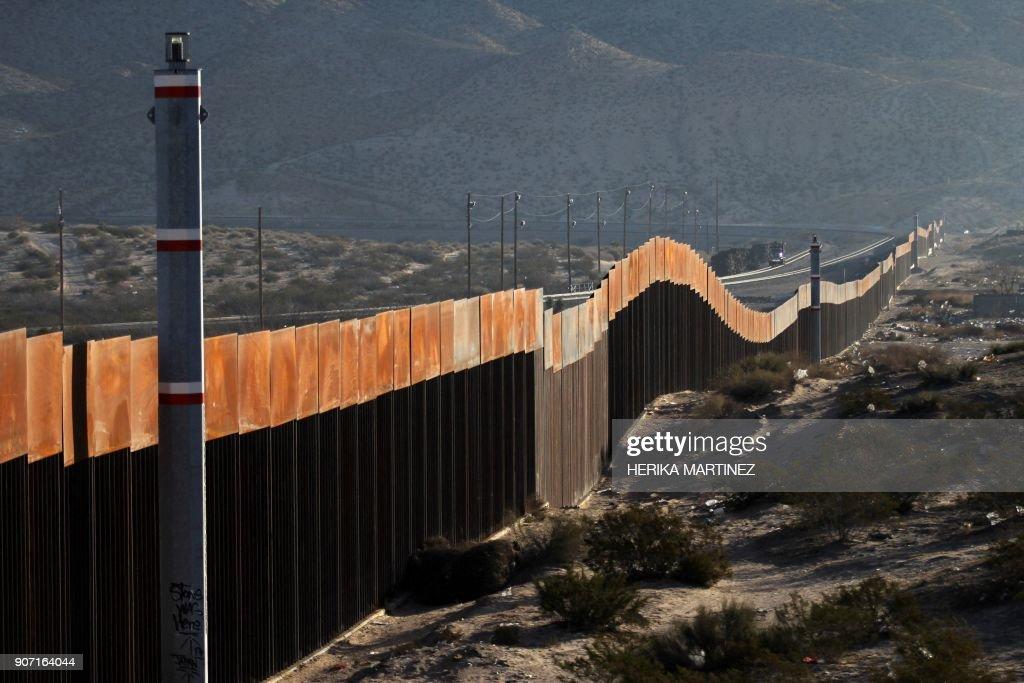 MEXICO-US-BORDER-WALL : News Photo