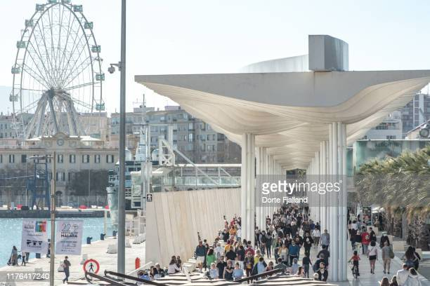 view of the busy pergola covered promenade in málaga's port area - dorte fjalland stock-fotos und bilder