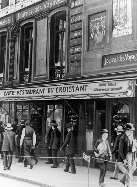 View Of The Cafe-Restaurant Du Croissant In Paris In 1914 Pictures ...