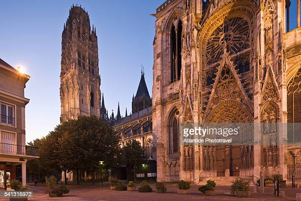view of the cathedral of notre dame - rouen stock pictures, royalty-free photos & images