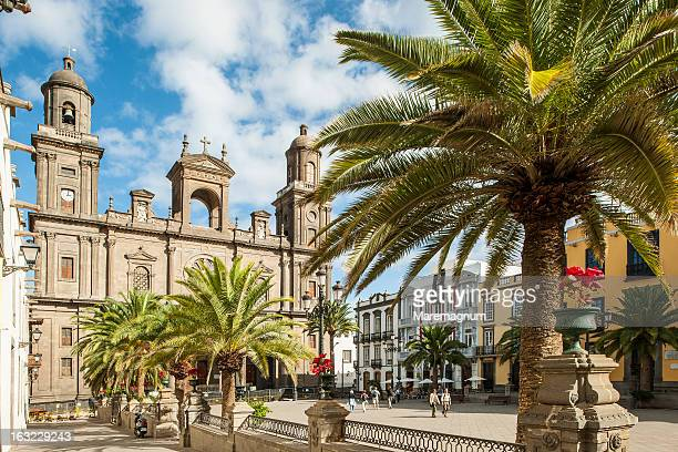 view of the cathedral - las palmas de gran canaria stock pictures, royalty-free photos & images