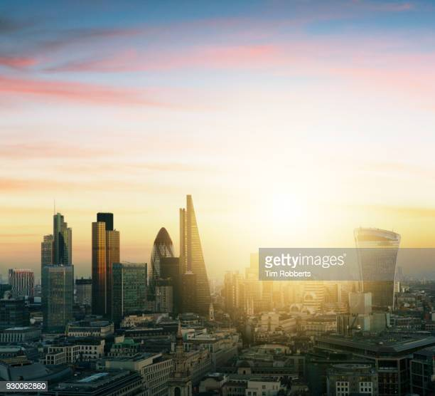 view of the city of london financial district with sun - city of london stockfoto's en -beelden
