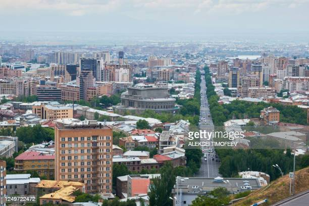 view of the city of yerevan from the observation deck on a sunny day with clouds in the sky. - エレバン ストックフォトと画像