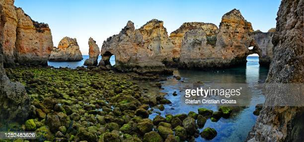view of the clear ocean water and cliffs on the coast of algarve, portugal - albufeira stock pictures, royalty-free photos & images