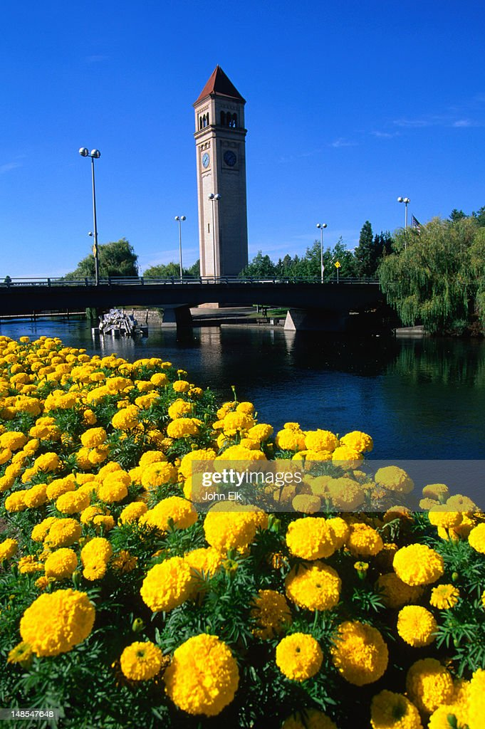 A view of the clock tower in Riverfront Park, from across the Spokane River. : Foto de stock