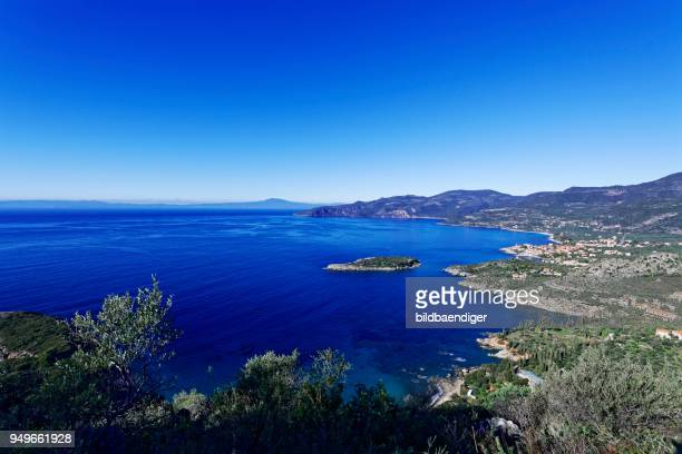 view of the coast near kardamyli, lefktro, mani, messenia, peloponnese, greece - messenia fotografías e imágenes de stock