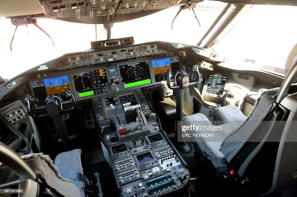 View of the cockpit of a Boeing 787-10 Dreamliner test plane presented on the Tarmac of Le Bourget on June 18, 2017 on the eve of the opening of the International Paris Air Show. /