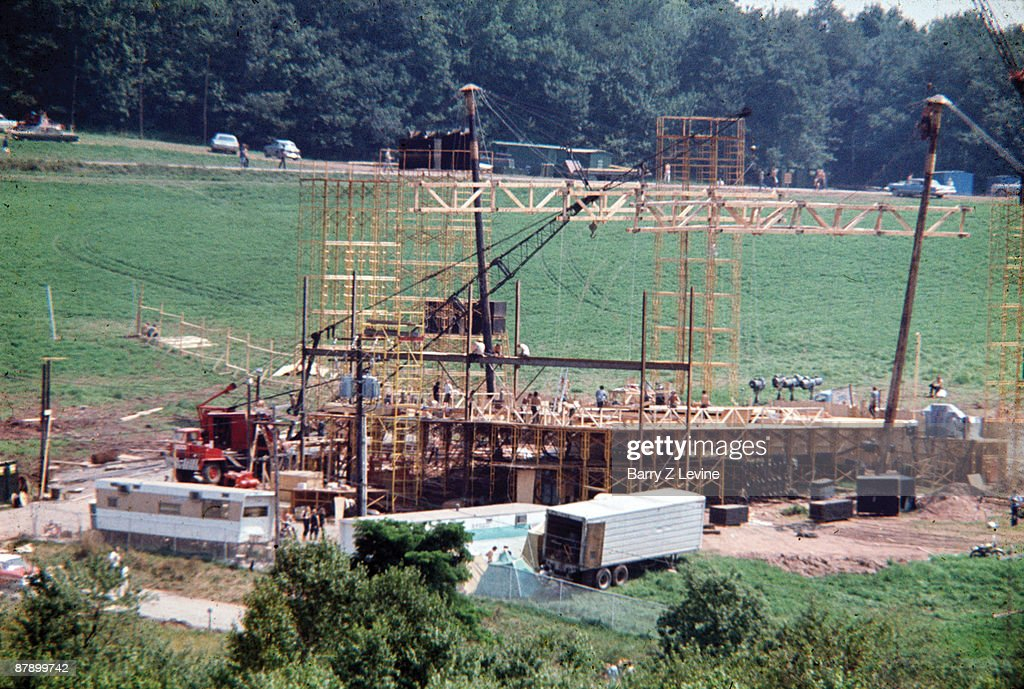 Building The Stage At The Woodstock Festival : News Photo