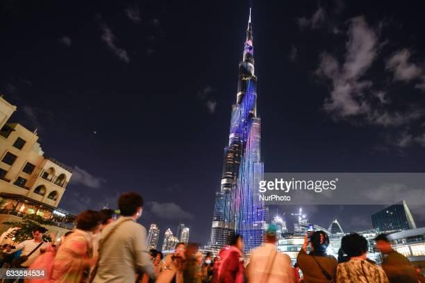 View of the crowd taking pictures around the Burj Khalifa, in Dubai downtown area. On Saturday, 4 February 2017, in Dubai, UAE.