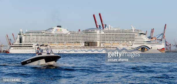 View of the cruise ship AIDAprima during the 827th Harbour Anniversary in Hamburg Germany 7 May 2016 PHOTO MARKUS SCHOLZ/dpa | usage worldwide