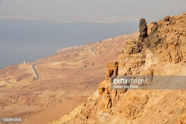 view of the dead sea from high ground, near hamamat ma'in, jordan, middle east, orient - dead body - fotografias e filmes do acervo