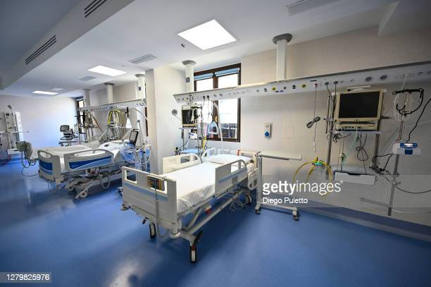 View of the empty rooms with beds in the area dedicated to Covid 19 inside the Mauriziano Hospital in Turin on October 12, 2020 in Turin, Italy. The...