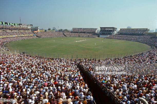 View of the estimated 110,000 crowd as Underwood bowls. The official capacity is less, but there are ways of getting in., India v England, 2nd Test,...