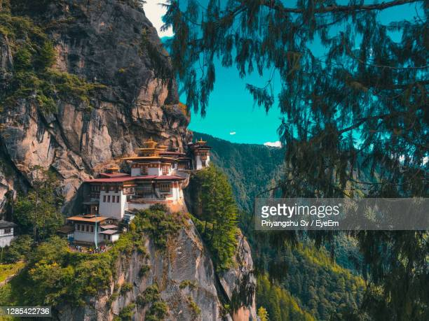 view of the famous paro taktsang aka the tigers nest. - thimphu stock pictures, royalty-free photos & images