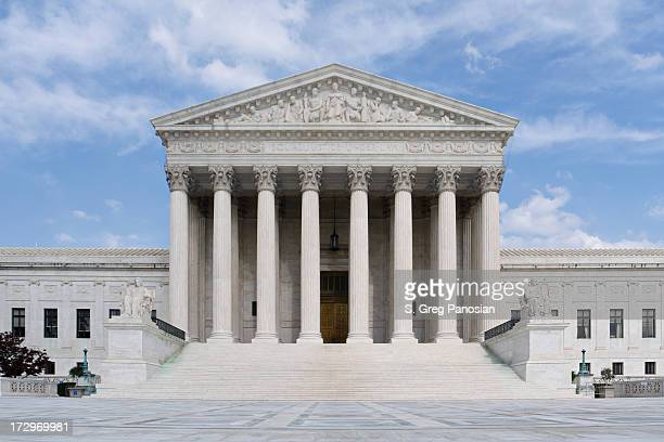 view of the front steps of the us supreme court - us supreme court building stock pictures, royalty-free photos & images
