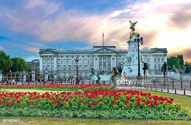 CONTENT] View of the gardens of Buckingham Palace in the summer London England ista dos jardins do Palácio de Buckingham no verão London Inglaterra