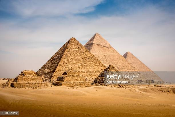 view of the great pyramid complex of giza, in cairo egypt - giza pyramids stock pictures, royalty-free photos & images
