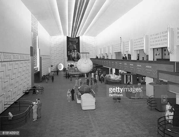 A view of the Hall of Pure Science in the science building at the World Fair in Chicago In the center are professor Piccard's sratosphere Gondola and...