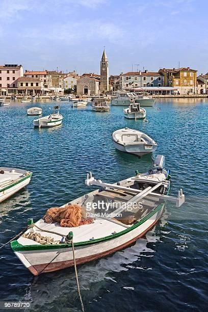 view of the harbor of pula, croatia. - イストリア半島 プーラ ストックフォトと画像