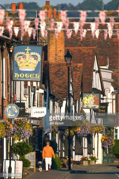 A view of the High Street in the historic Buckinghamshire market town of Old Amersham on August 26 2019 in Amersham England Set in the Chiltern Hills...