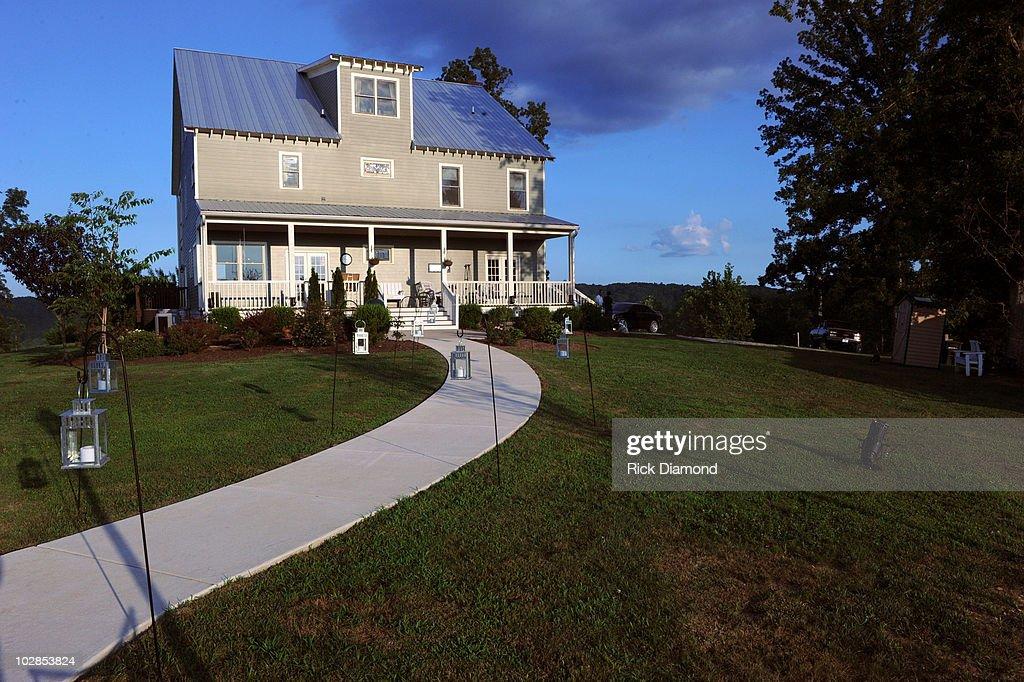 A view of the home that housed Miranda Lambert and Blake
