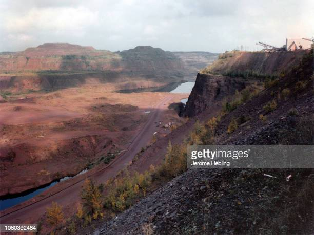 View of the HullRustMahoning Mine on the Masabi Iron Range Hibbing Minnesota 1984 At the time the mine was the world's largest open pit iron mine